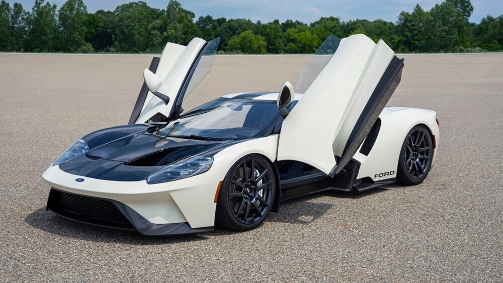 The new Ford GT supercar looks very old