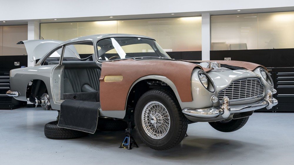 New $3.5M Goldfinger Aston Martin DB5 Will Have Machine Guns And Smoke Screen