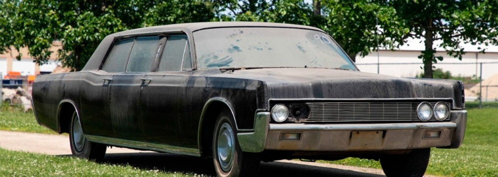 Elvis Presley's Lincoln Limousine up for auction